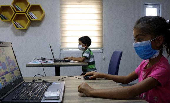 Online Eğitimde Göz ve Ortopedi Sorunlarına Dikkat!